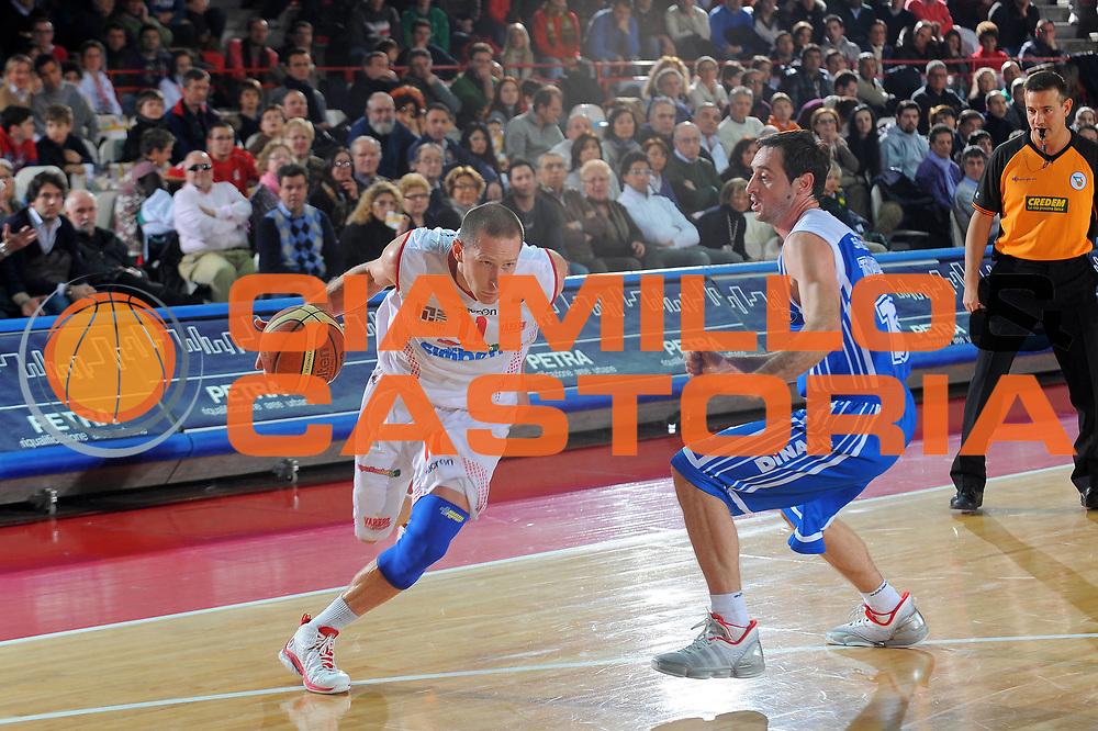 DESCRIZIONE : Varese Lega A 2010-11 Cimberio Varese Dinamo Sassari<br />GIOCATORE : Jobey Thomas<br />SQUADRA : Cimberio Varese<br />EVENTO : Campionato Lega A 2010-2011<br />GARA : Cimberio Varese Dinamo Sassari<br />DATA : 06/01/2010<br />CATEGORIA : Palleggio<br />SPORT : Pallacanestro<br />AUTORE : Agenzia Ciamillo-Castoria/A.Dealberto<br />Galleria : Lega Basket A 2010-2011<br />Fotonotizia : Varese Lega A 2010-11Cimberio Varese Dinamo Sassari<br />Predefinita :