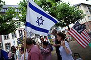 Frankfurt am Main | 05 July 2014<br /> <br /> Am Samstag (05.07.2014) demonstrierten am Domplatz in Frankfurt am Main etwa 25 Menschen f&uuml;r die Unabh&auml;ngigkeit der Ukraine und gegen den Einfluss von Russland.<br /> Hier: Eine Teilnehmerin der Demo mit einer Flagge der USA und ein Teilnehmer mit einer Flagge von Israel.<br /> <br /> [Foto honorarpflichtig, kein Model Release]<br /> <br /> &copy;peter-juelich.com