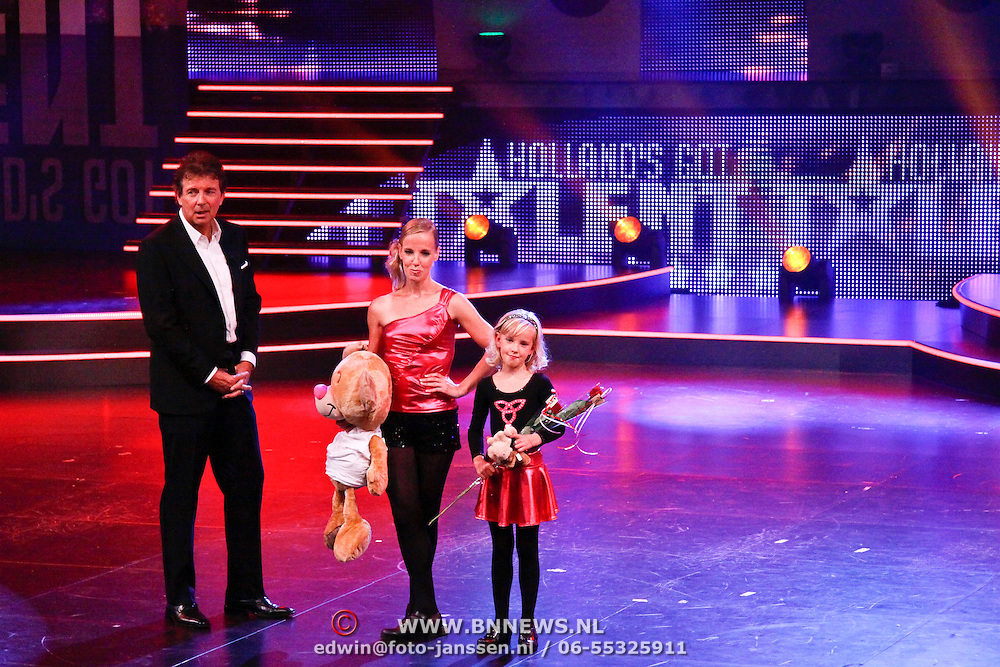 NLD/Hilversum/20100910 - Finale Holland's got Talent 2010, Robert ten Brink en Marieke en dochter Leanne