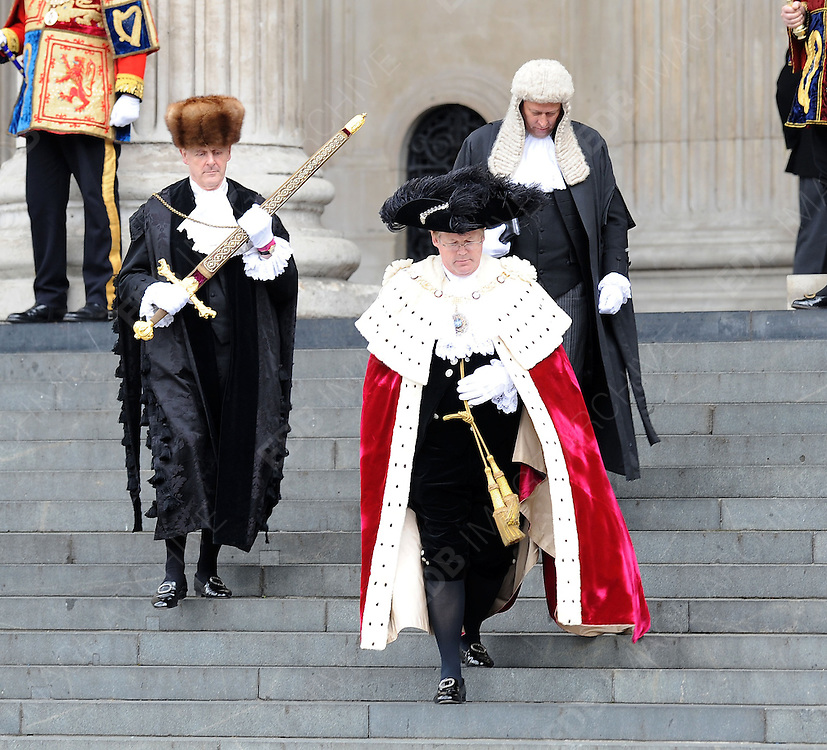 05.JUNE.2012. LONDON<br /> <br /> THE LORD MAYOR OF LONDON, DAVID WOOTON AT THE SERVICE OF THANKSGIVING AS PART OF THE QUEEN'S DIAMOND JUBILEE CELEBRATIONS AT ST PAUL'S CATHEDRAL IN LONDON<br /> <br /> BYLINE: EDBIMAGEARCHIVE.CO.UK<br /> <br /> *THIS IMAGE IS STRICTLY FOR UK NEWSPAPERS AND MAGAZINES ONLY*<br /> *FOR WORLD WIDE SALES AND WEB USE PLEASE CONTACT EDBIMAGEARCHIVE - 0208 954 5968*