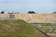 Nederland, Nijmegen, 22-10-2013Aan de overkant van de Waal bij Nijmegen wordt druk gewerkt aan het creeren van een nevengeul in de rivier om bij hoogwater een betere waterafvoer te hebben. Het is een omvangrijk project waarbij onder meer de pijlers van het spoorviaduct een bredere basis moeten krijgen omdat die straks in de loop van het water staan. Het dorp veur-lent komt op een kunstmatig eiland te liggen.Measures taken by Nijmegen to give the river Waal, Rhine, more space to flow during highwater.Foto: Flip Franssen/Hollandse Hoogte