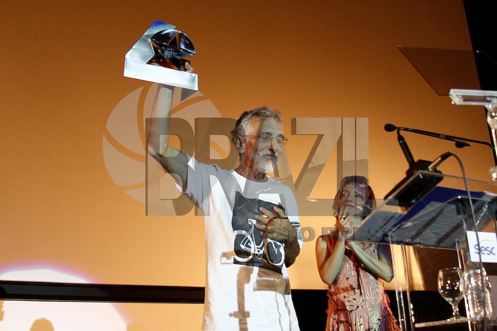 SÃO PAULO, 03 DE ABRIL 2013 - 39º FESTIVAL SESC MELHORES FILMES - O diretor de cinema Edgar Navarro do filme ?O Homem que não dormia?  durante premiação no 39º Festival SESC Melhores Filmes, na noite desta quarta-feira(03) no CineSESC, no bairro de Cerqueira César - FOTO: LOLA OLIVEIRA - BRAZIL PHOTO PRESS
