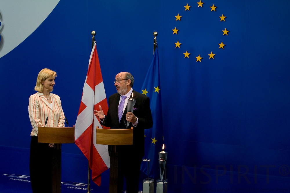 BRUSSELS - BELGIUM - 26 MAY 2008 -- Ulla TØRNÆS(Le) (Toernaes, tornaes) Danish Minister for Development and Louis MICHEL(Ri), EU Commissioner for Development handing over a torch as a symbol for the Danish initiative >2015 Call to Action< to enhance gender equality and women's empowerment.   Photo: Erik Luntang