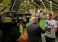 HÅNDBOLD: Assistenttræner Simon Dahl (Nordsjælland) giver interview til TV2 Sport før kampen i Herre Håndbold Ligaen mellem TMS Ringsted og Nordsjælland Håndbold den 25. februar 2019 i Ringsted Sportscenter. Foto: Claus Birch.