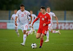 BANGOR, WALES - Monday, October 15, 2018: Wales' Joe Adams (R) and Poland's captain Jakub Kiwior during the UEFA Under-19 International Friendly match between Wales and Poland at the VSM Bangor Stadium. (Pic by Paul Greenwood/Propaganda)