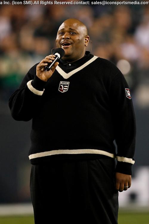 15 Dec 2008: American Idol winner Ruben Studdard Sings the national anthem before the game against the Cleveland Browns on December 15th, 2008. The Eagles won 30-10 at Lincoln Financial Field in Philadelphia, Pennsylvania
