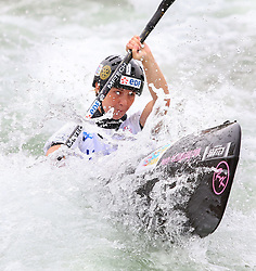 27.06.2015, Verbund Wasserarena, Wien, AUT, ICF, Kanu Wildwasser Weltmeisterschaft 2015, K1 women, im Bild Manon Hostens (FRA) // during the final run in the women's K1 class of the ICF Wildwater Canoeing Sprint World Championships at the Verbund Wasserarena in Wien, Austria on 2015/06/27. EXPA Pictures © 2014, PhotoCredit: EXPA/ Sebastian Pucher