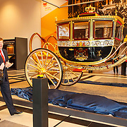 NLD/Den Haag/20150316 - Koning Willem - Alexander onthult gerestaureerde glazen koets<br /> <br /> King Willem-Alexander unveils restored glass carriage<br /> <br /> Op de foto: Koning Willem - Alexander onthulling koets