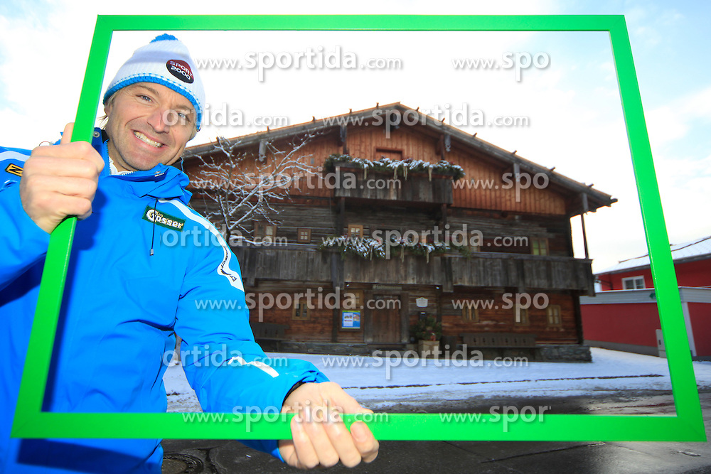 14.01.2013, Schladming, AUT, FIS Weltmeisterschaften Ski Alpin, Schladming 2013, Vorberichte, im Bild Hans Knauß in seiner Heimatstadt Schladming vor dem Stadtmuseum Bruderladenhaus // Hans Knauß in his hometown Schladming in front of the town museum preview to the FIS Alpine World Ski Championships 2013 at Schladming, Austria on 2013/01/14. EXPA Pictures © 2013, PhotoCredit: EXPA/ Martin Huber