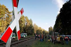 Erkundung des Waldes und der Bahnstrecke, auf der im November der 12. Castortransport ins Zwischenlager Gorleben rollen soll, durch Atomkraftgegner aus dem Wendland. <br /> <br /> Ort: Grünhagen<br /> Copyright: Andreas Conradt<br /> Quelle: PubliXviewinG