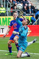 UTRECHT - FC Utrecht - Feyenoord , Voetbal , Seizoen 2015/2016 , Eredivisie , Stadion de Galgenwaard  , 28-02-2016, grote kans van Speler van Feyenoord Jens Toornstra (l) maar FC Utrecht speler Robbin Ruiter (r) red net
