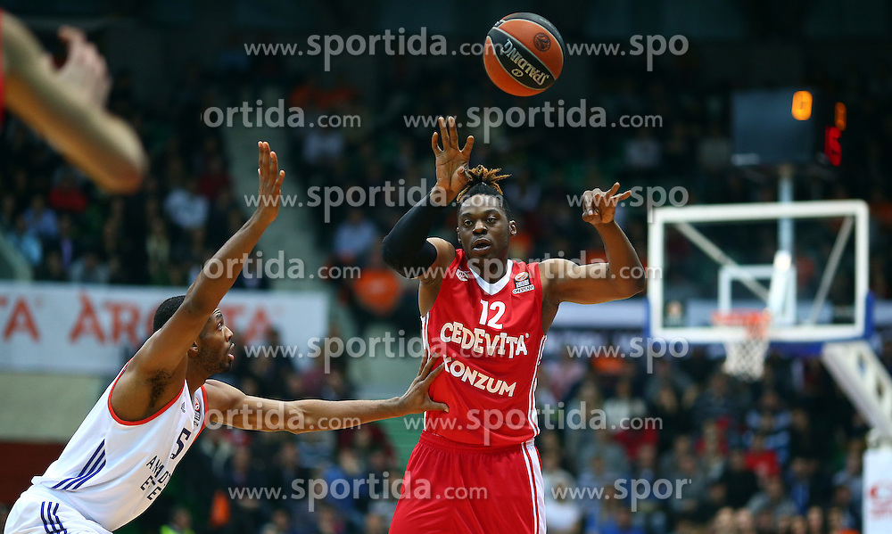 03.12.2015, KC Drazen Petrovic, Zagreb, CRO, FIBA, EL, KK Cedevita vs Anadolu Efes Istanbul, Gruppe B, 8. Runde, im Bild Henry Walker // during the group B, 8th round match of the Turkish Airlines Basketball Euroleague between KK Cedevita and Anadolu Efes Istanbul at the KC Drazen Petrovic in Zagreb, Croatia on 2015/12/03. EXPA Pictures &copy; 2015, PhotoCredit: EXPA/ Pixsell/ Slavko Midzor<br /> <br /> *****ATTENTION - for AUT, SLO, SUI, SWE, ITA, FRA only*****