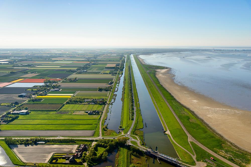 Nederland, Friesland, Gemeente Hollands Kroon, 07-05-2018; Balgzandkanaal en Balgzand, gezien vanuit Van Ewijkcksluis richting Den Helder De Kooij.<br /> Canal in North Holland, near Den Helder.<br /> luchtfoto (toeslag op standaard tarieven);<br /> aerial photo (additional fee required);<br /> copyright foto/photo Siebe Swart