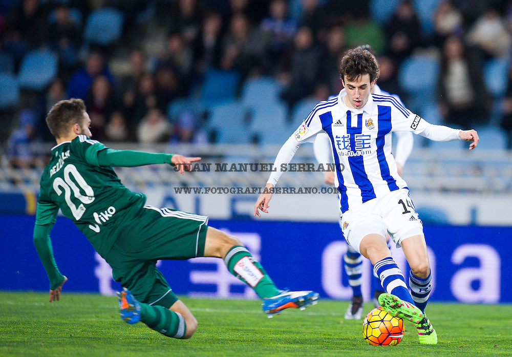 SAN SEBASTIAN, SPAIN - JANUARY 30:  German Pezzella of Real Betis Balompie duels for the ball with Ruben Pardo of Real Sociedad during the La Liga match between Real Sociedad de Futbol and Real Betis Balompie at Estadio Anoeta on January 30, 2016 in San Sebastian, Spain.  (Photo by Juan Manuel Serrano Arce/Getty Images)