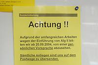 10 NOV 2004, BERLIN/GERMANY:<br /> Hinweisschilder zur Einschraenkung des Kundenverkehrs aufgrund der Bearbeitung von Artraegen fuer das Arbeitslosengeld II, Bezirksamt Neukoelln von Berlin, Rathaus Neukoelln<br /> IMAGE: 20041110-01-037<br /> KEYWORDS: Sozialamt, Hartz IV, Bekanntmachung, Notdienst, geschlossen