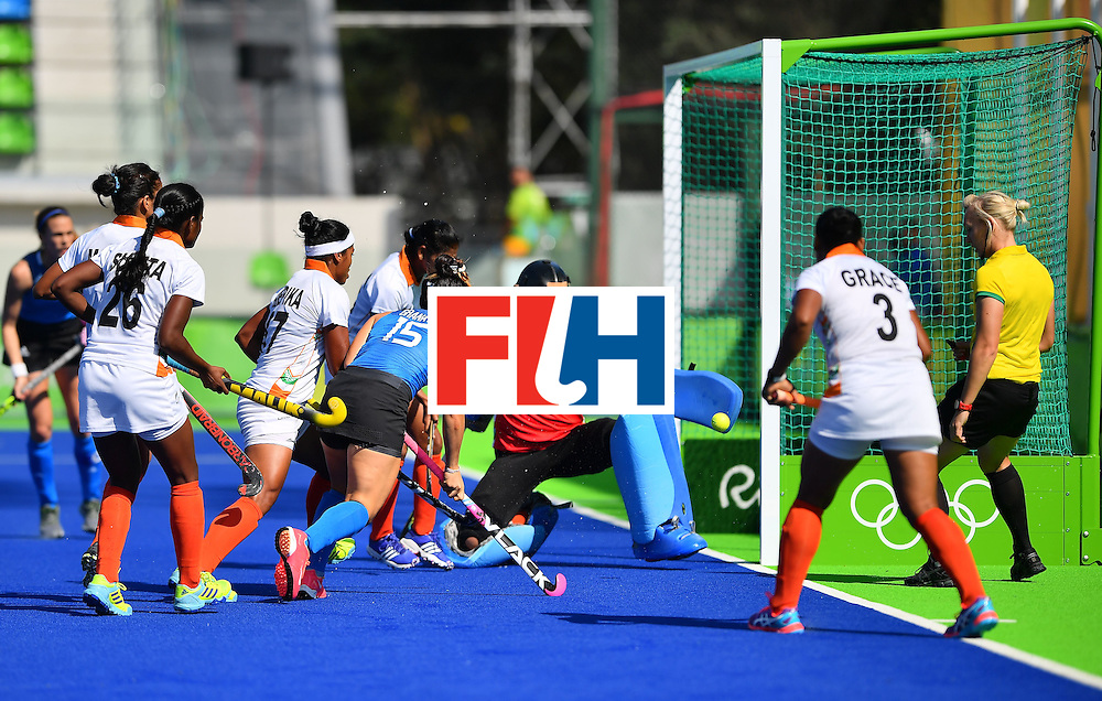 Argentina's Maria Granatto (c) shoots during the women's field hockey Argentina vs India match of the Rio 2016 Olympics Games at the Olympic Hockey Centre in Rio de Janeiro on August, 13 2016. / AFP / Carl DE SOUZA        (Photo credit should read CARL DE SOUZA/AFP/Getty Images)