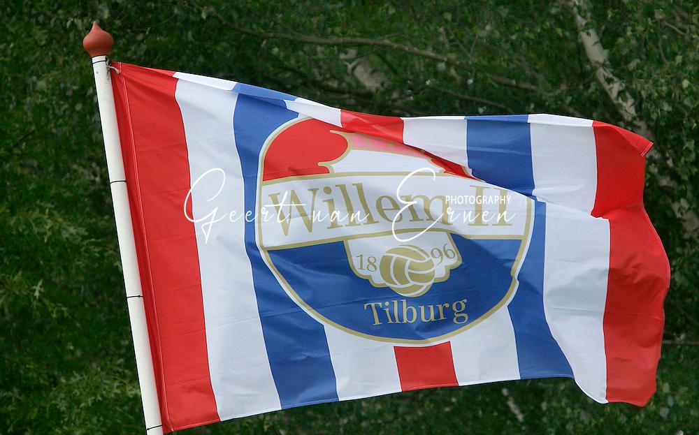 19-05-2007 VOETBAL:HILVARIA:WILLEM II:HILVARENBEEK<br /> Vijfde klasser Hilvaria verloor in het laatste duel van het seizoen met 0-10 van Willem II. De Willem II vlag hing hoog in het vaandel<br /> <br /> foto: Geert van Erven