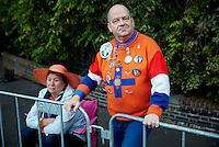DEN HAAG, 20 september.<br /> Prinsjesdag 2016. De eerste toeschouwers achter de dranghekken bij paleis Noordeinde.<br /> FOTO MARTIJN BEEKMAN/Ministerie van Financien