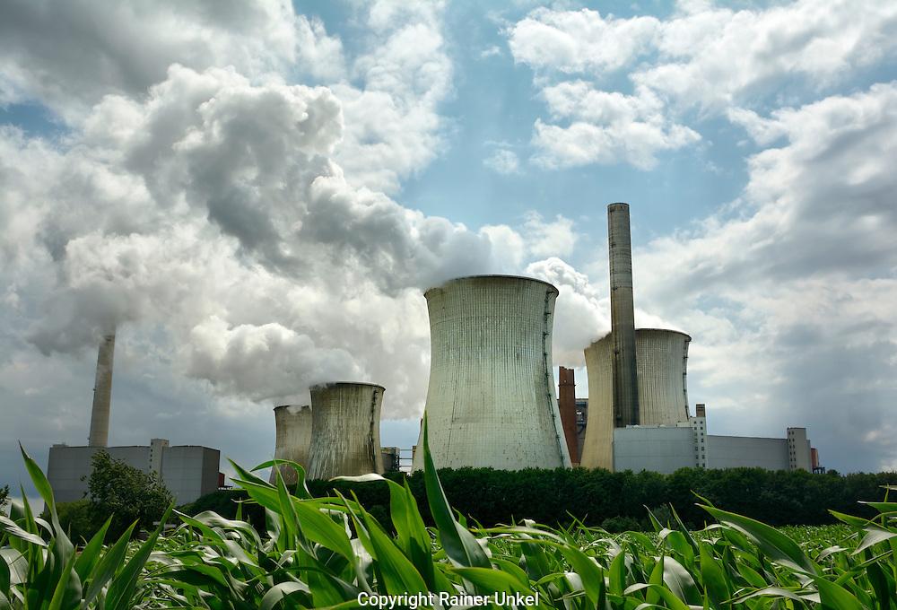 DEU , DEUTSCHLAND : Das Kohlekraftwerk Neurath I der RWE AG<br /> |DEU , GERMANY : The coal-fired power plant Neurath I of RWE AG|<br /> 09.07.2015<br /> Copyright by : Rainer UNKEL , Tel.: 0171/5457756
