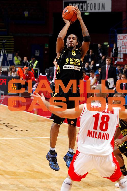 DESCRIZIONE : Milano Eurolega 2007-08 Armani Jeans Milano Aris Salonicco<br /> GIOCATORE : Bracey Wright<br /> SQUADRA : Aris Salonicco<br /> EVENTO : Eurolega 2007-2008 <br /> GARA : Armani Jeans Milano Aris Salonicco<br /> DATA : 16/01/2008 <br /> CATEGORIA : Tiro<br /> SPORT : Pallacanestro <br /> AUTORE : Agenzia Ciamillo-Castoria/G.Cottini<br /> Galleria : Eurolega 2007-2008 <br /> Fotonotizia : Milano Eurolega 2007-08 Armani Jeans Milano Aris Salonicco<br /> Predefinita :