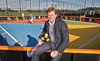 DEN BOSCH - Oud-bondscoach Marc Lammers bij het Marc Lammers Plaza. Een veldje dat zich leent voor allerlei sporten en spellen, op  het geheel vernieuwde complex van Hockeyclub Den Bosch. COPYRIGHT KOEN SUYK
