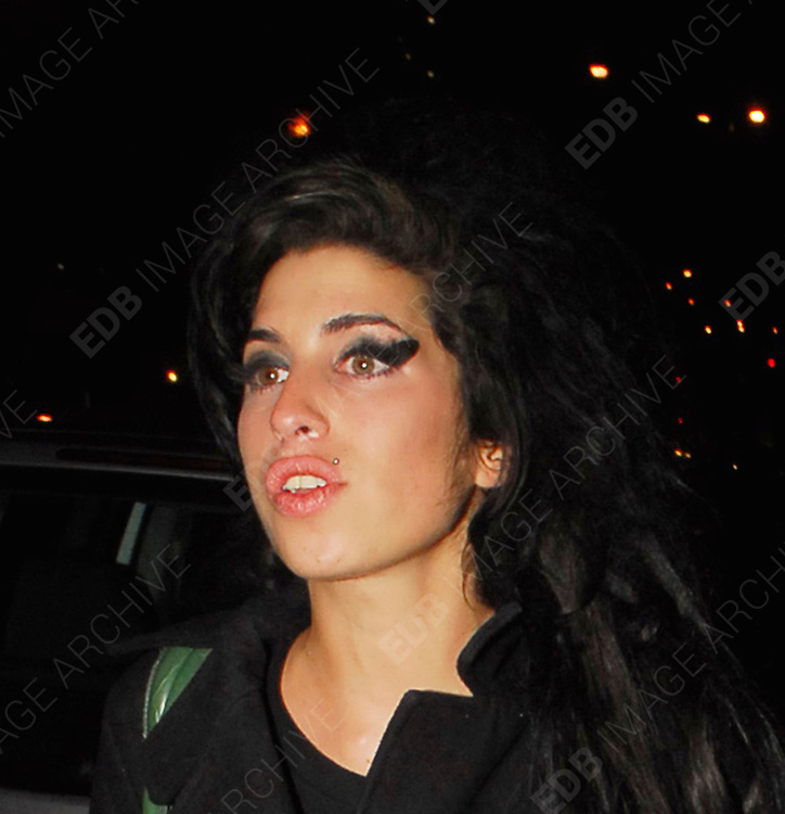 14.FEBRUARY.2013. LONDON<br /> <br /> AMY WINEHOSUE AND ALEX CLARE LEAVING THE UNIVERSAL 2007 BRIT AWARDS AFTER PARTY AT MOCOTO BAR IN KNIGHTSBRIDGE WITH COCAINE UP HER NOSE WHICH YOU CAN CLEARLY SEE.<br /> <br /> BYLINE: EDBIMAGEARCHIVE.CO.UK<br /> <br /> *THIS IMAGE IS STRICTLY FOR UK NEWSPAPERS AND MAGAZINES ONLY*<br /> *FOR WORLD WIDE SALES AND WEB USE PLEASE CONTACT EDBIMAGEARCHIVE - 0208 954 5968*