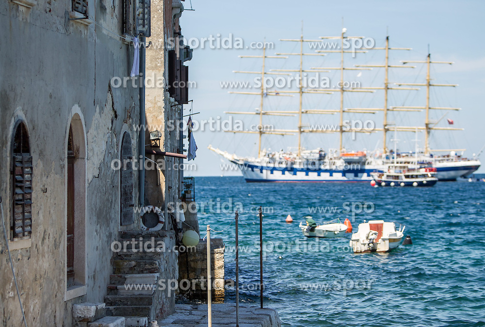 THEMENBILD - URLAUB IN KROATIEN, Häuserfront, dahinter, das größte Segelschiff der Welt, die Royal Clipper, des schwedischen Unternehmers Mikael Krafft der Reederei Star Clippers, aufgenommen am 03.07.2014 in Rovinj, Kroatien // House front, behind the largest sailing ship in the world, the Royal Clipper of the Swedish businessman Mikael Krafft of the shipping company Star Clippers in Rovinj, Croatia on 2014/07/03. EXPA Pictures © 2014, PhotoCredit: EXPA/ JFK