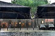 Nederland, Groesbeek, 30-5-2016Regendruppels, waterdruppels  tijdens een hevige regenbui FOTO: FLIP FRANSSEN/ HH