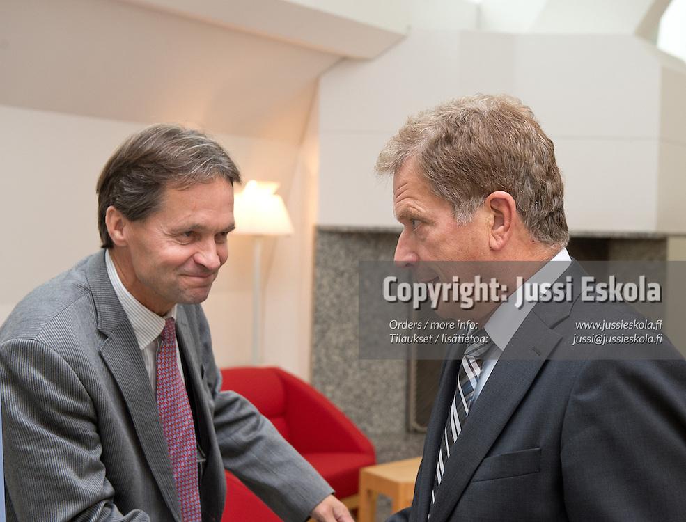 Kari Uotila, Sauli Niinistö. Suomen Palloliitto. Liittohallitus. Mäntyniemi, vierailu, 17.9.2012. Photo: Jussi Eskola