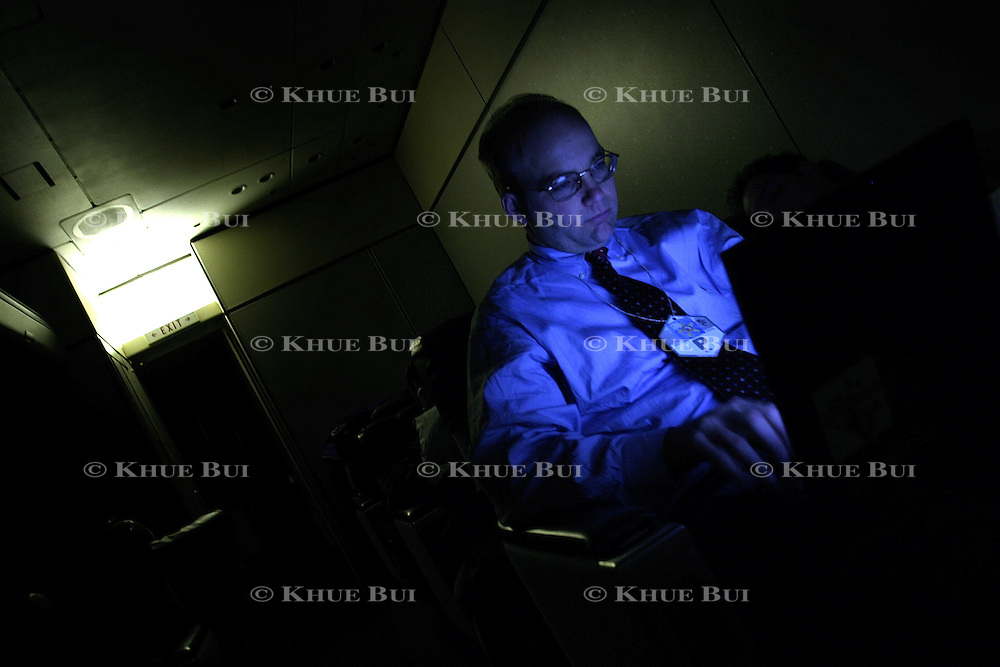 Washington Post White House correspondent Mike Allen writes the pool report as Air Force One flies enroute to Baghdad International Airport Thursday, November 27, 2003.  In a clandestine night time move President Bush, with the knowledge of only a handful of senior staff, departed his ranch in Crawford, Texas and flew through the night to spend the Thanksgiving Day holiday visiting troops stationed in the war torn country...Photo by Khue Bui