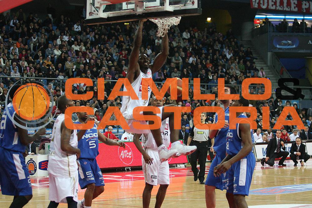 DESCRIZIONE : Pesaro Lega A1 2008-09 Scavolini Spar Pesaro NGC Cantu<br /> GIOCATORE : Jeleel Akindele<br /> SQUADRA : Scavolini Spar Pesaro<br /> EVENTO : Campionato Lega A1 2008-2009 <br /> GARA : Scavolini Spar Pesaro NGC Cantu <br /> DATA : 11/01/2009 <br /> CATEGORIA : schiacciata<br /> SPORT : Pallacanestro <br /> AUTORE : Agenzia Ciamillo-Castoria/M.Marchi<br /> Galleria : Lega Basket A1 2008-2009 <br /> Fotonotizia : Pesaro Campionato Italiano Lega A1 2008-2009 Scavolini Spar Pesaro NGC Cantu<br /> Predefinita :