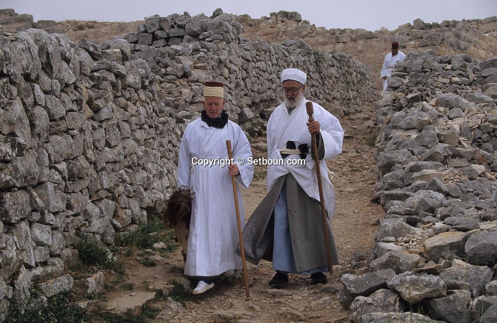 = The Samaritans: - Chavouot -  Pilgrimage on the mount Gerizim, near sekhem  (Israelite ceremony)    Israel   /// Samaritains: pelerinage de shavouot sur le mont Gerizim, la montagne sacrée.  Israel +