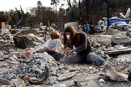 epa01156907 Residents return to remains of their home in Rancho Bernardo, California, USA on 25 October 2007. Rancho Bernardo sustained some of the worst damage done by the San Diego wildfires.  EPA/ANDREW GOMBERT