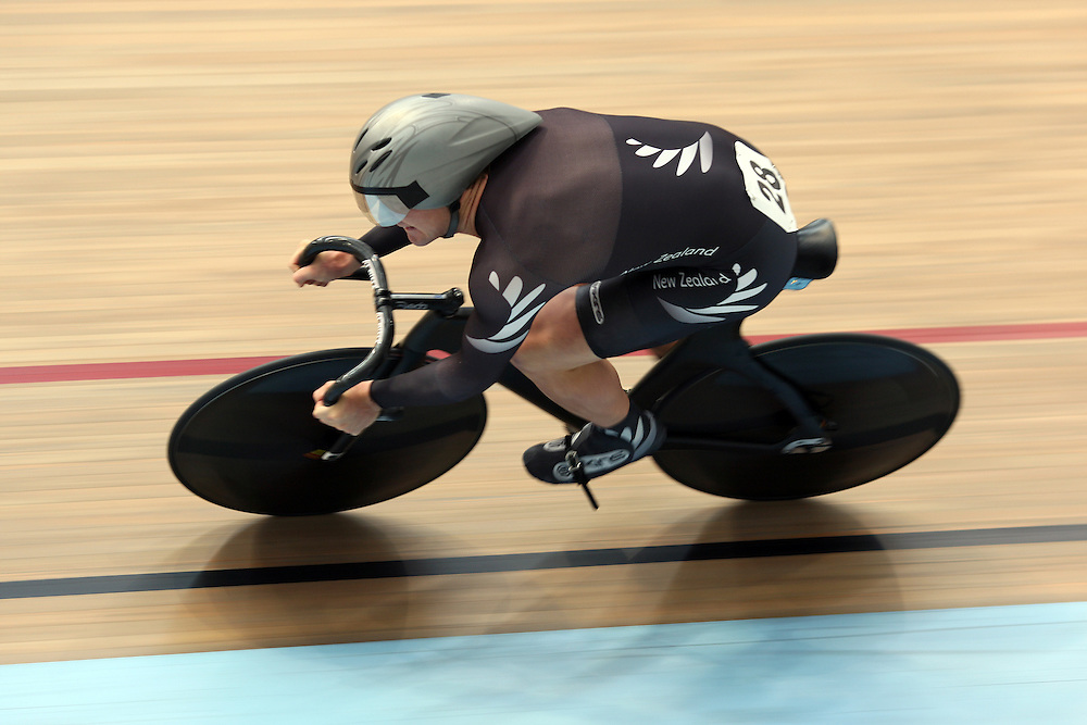 New Zealand's Simon Van Velthooven competes in the Elite Men's Team Sprint qualifier at the 2012 Oceania Track Cycling Championships,  ILT Velodrome, Invercargill, New Zealand, Monday, November 21, 2011. Credit:SNPA / Dianne Manson.
