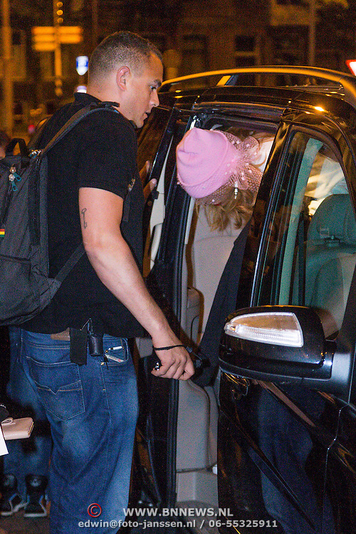 NLD/Amsterdam/20130623 - Rihanna komt aan bij hair hotel in Amsterdam na een verblijf in de Amsterdamse coffeeshop The Green House  - American singer Rihanna arriving at her hotel after leaving the coffeeshop after and staying of three hours smoking weed,