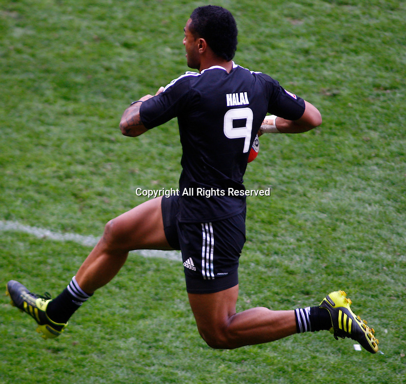 22/05/2011 TWICKENHAM ENGLAND.  New Zealand's Frank Halai runs with the ball during the HSBC Rugby World 7s series played at Twickenham Stadium.