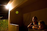 Santos Dumont_MG, Brasil...Retrato de uma familia beneficiada pela eletrificacao rural no projeto Luz para Todos em Santos Dumont, Minas Gerais....A family portrait favored by rural electrification, in the Luz para Todos project in Santos Dumont, Minas Gerais...Foto: LEO DRUMOND / NITRO..