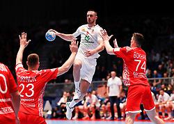 09.01.2020, Stadthalle, Graz, AUT, EHF Euro 2020, Weißrussland vs Serbien, Gruppe A, im Bild von links Andrei Yurynok (BLR), Stevan Stretenovic (SRB) und Viachaslau Bokhan (BLR) // from l to r Andrei Yurynok (BLR) Stevan Stretenovic (SRB) and Viachaslau Bokhan (BLR) during the EHF 2020 European Handball Championship, group A match between Belarus and Serbia at the Stadthalle in Graz, Austria on 2020/01/09. EXPA Pictures © 2020, PhotoCredit: EXPA/ Erwin Scheriau