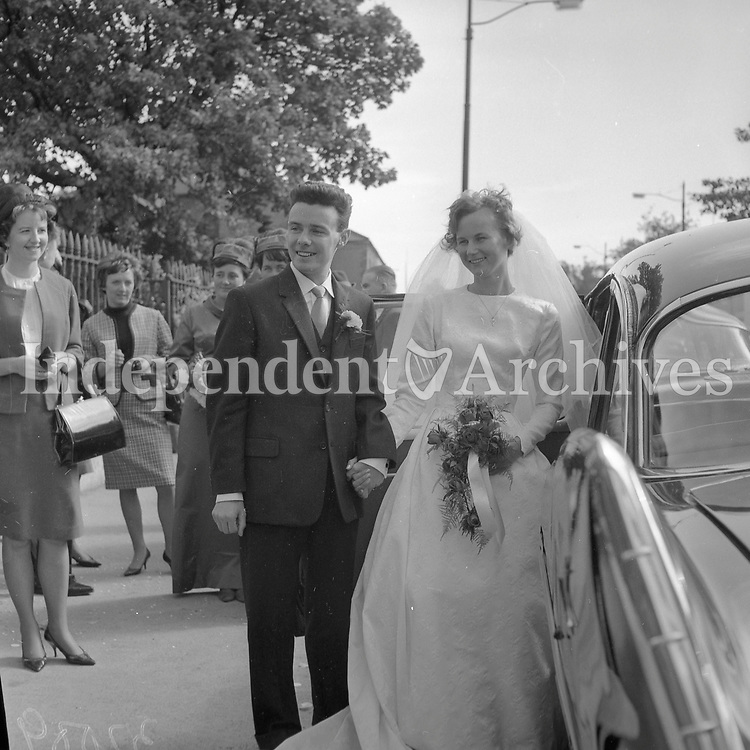 Newlyweds Mr. Tadg Moloney and Miss Bridget Geoghegan. 1964.<br /> (Part of the Independent Newspapers/NLI Collection)
