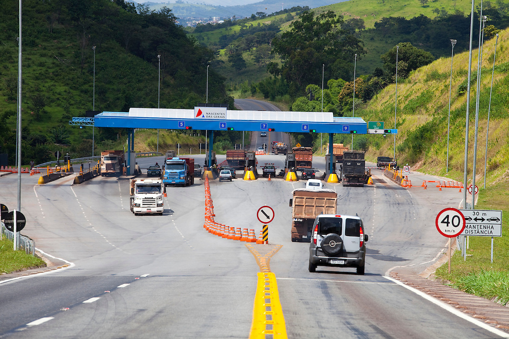 Itauna_MG, Brasil...PPP (Parceria Publico-Privada) na concessao da MG 050. Na foto, posto de pedagio...PPP (Public-Private Partnership) in the concession of MG 050. In this photo, the toll plaza...Foto: LEO DRUMOND / NITRO