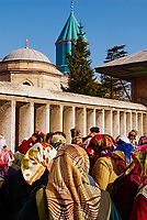 Turquie. Anatolie Centrale. Ville de Konya. Tombe de Mevlana. Le grand maitre soufi Djalal ed-Din Rumi ou Djalal-e-Din Mohammad Molavi Rumi ou Djalaleddine Roumi (1207-1273), fondateur de l'ordre des derviches tourneurs est connu sous le nom de Mevlana. Il est enterré à Konya. // Turkey. Central Anatolia. City of Konya. Mevlana tomb. The sufi master Djalal ed-Din Rumi ou Djalal-e-Din Mohammad Molavi Rumi ou Djalaleddine Roumi (1207-1273), founded of whirling dervishes order is knows with the name of Mavlana. Is bury in Konya.