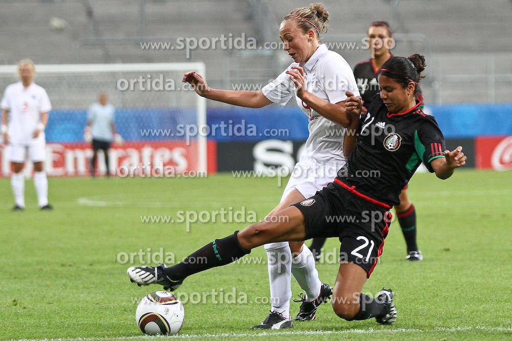 17.07.2010,  Augsburg, GER, FIFA U20 Womens Worldcup, England vs Mexico,  im Bild Toni Duggan (England Nr.9) im kampf mit Rodriguez Mar  (Mexico Nr.21) , EXPA Pictures © 2010, PhotoCredit: EXPA/ nph/ . Straubmeier+++++ ATTENTION - OUT OF GER +++++ / SPORTIDA PHOTO AGENCY