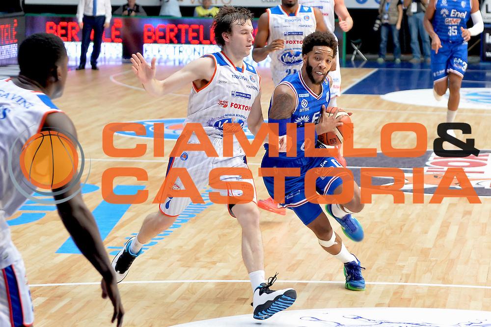 DESCRIZIONE : Cantu, Lega A 2015-16 Acqua Vitasnella Cantu' Enel Brindisi<br /> GIOCATORE : Adrian Banks Penetrazione<br /> CATEGORIA : Penetrazione<br /> SQUADRA : Enel Brindisi<br /> EVENTO : Campionato Lega A 2015-2016<br /> GARA : Acqua Vitasnella Cantu' Enel Brindisi<br /> DATA : 31/10/2015<br /> SPORT : Pallacanestro <br /> AUTORE : Agenzia Ciamillo-Castoria/I.Mancini<br /> Galleria : Lega Basket A 2015-2016  <br /> Fotonotizia : Cantu'  Lega A 2015-16 Acqua Vitasnella Cantu'  Enel Brindisi<br /> Predefinita :