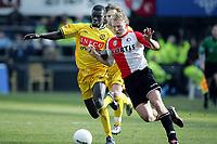 Fotball<br /> Nederland<br /> Foto: ProShots/Digitalsport<br /> NORWAY ONLY<br /> <br /> 13-03-2005 <br /> feyenoord - roda jc 4-1<br /> <br /> pa-modou kah in duel met dirk kuyt