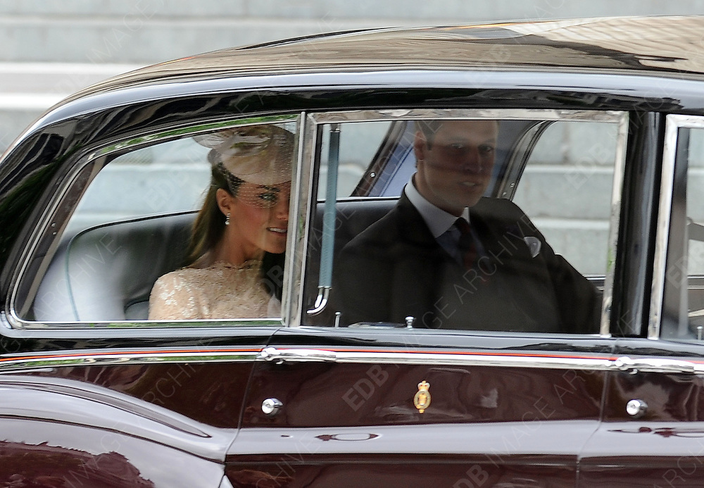 05.JUNE.2012. LONDON<br /> <br /> KATE MIDDLETON AND PRINCE WILLIAM LEAVING THE SERVICE OF THANKSGIVING AS PART OF THE QUEEN'S DIAMOND JUBILEE CELEBRATIONS AT ST PAUL'S CATHEDRAL IN LONDON<br /> <br /> BYLINE: EDBIMAGEARCHIVE.CO.UK<br /> <br /> *THIS IMAGE IS STRICTLY FOR UK NEWSPAPERS AND MAGAZINES ONLY*<br /> *FOR WORLD WIDE SALES AND WEB USE PLEASE CONTACT EDBIMAGEARCHIVE - 0208 954 5968*