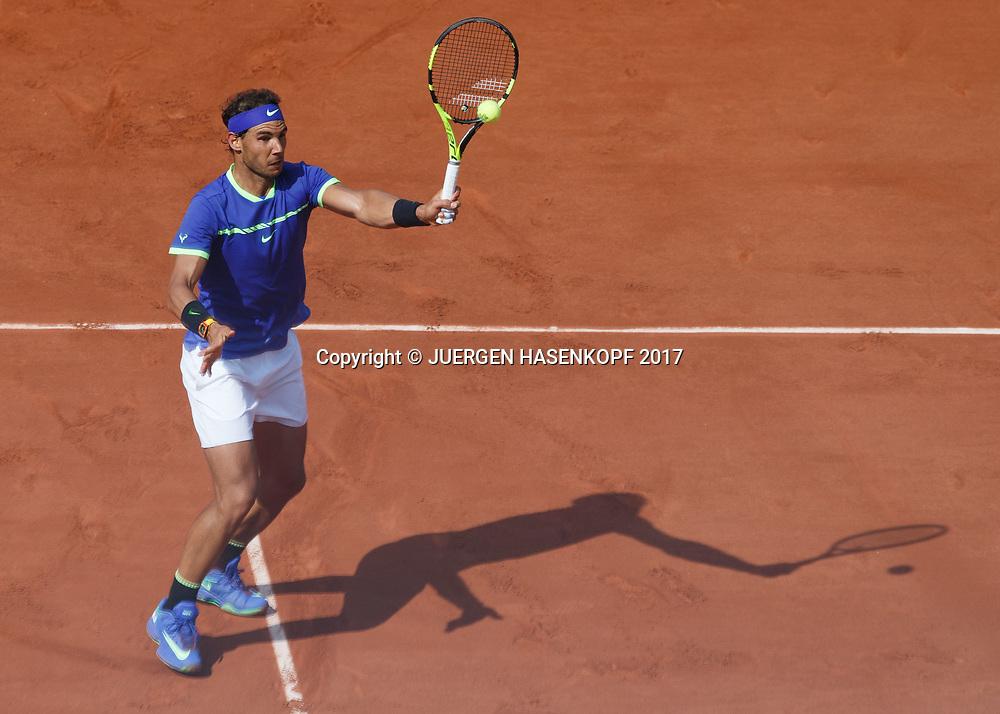 RAFAEL NADAL (ESP), hoher Volley, von oben, Schatten,<br /> Tennis - French Open 2017 - Grand Slam ATP / WTA -  Roland Garros - Paris -  - France  - 31 May 2017.