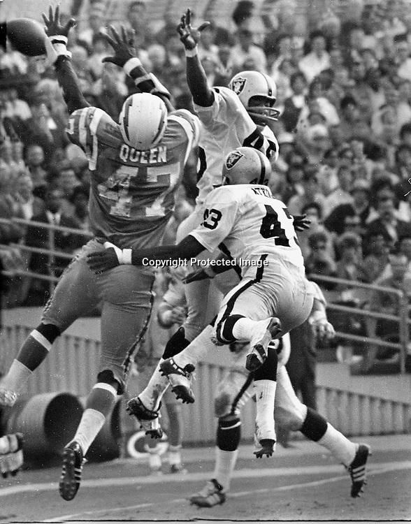 Oakland Raiders George Atkinson and David Grayson break up pass to San Diego Charger Queen,<br />(photo 1969/Ron Riesterer)