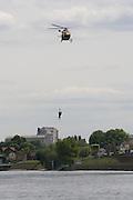 Paris, France. 4 Mai 2009..Brigade Fluviale de Paris..15h20 Entrainement d'helitreuillage..Paris, France. May 4th 2009..Paris fluvial squad..3:20 pm Winching up into a helicopter training..
