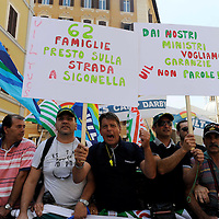 Manifestazione dei lavoratori  delle  basi militari americane in Italia.