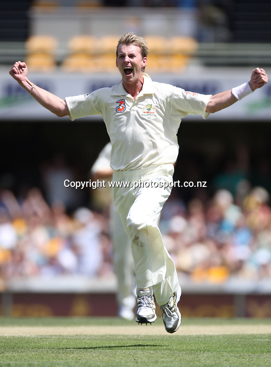 Australian fast bowler Brett Lee celebrates his 300th test wicket, Jamie How, caught Ponting for 0 during day 3 of the first test match between Australia and New Zealand at the Gabba. Brisbane, Australia. Saturday 22 November 2008. Pic: Andrew Cornaga/PHOTOSPORT